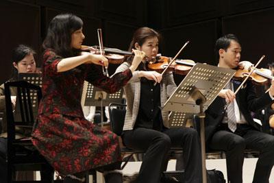 コンサートミストレスとオーケストラ