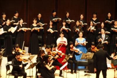メサイアを演奏するマヨラ・カナームス東京