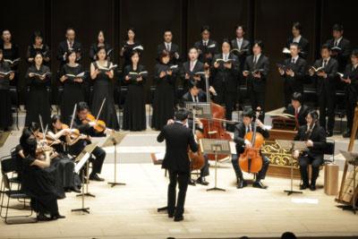 合唱団とオーケストラ、指揮者