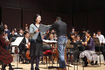 澤江衣里氏とマヨラ・カナームス東京
