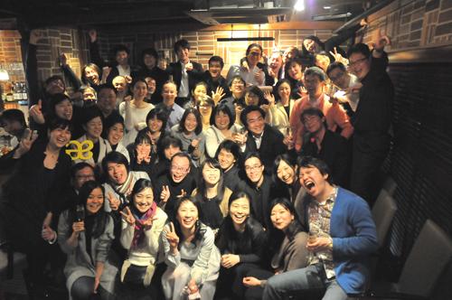 合唱団とオーケストラの記念写真(東京・勝どき)